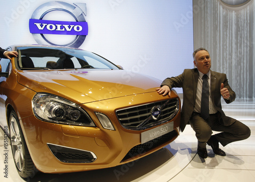 Volvo Exhibition Stand : The new volvo s car is unveiled by volvo car corp president