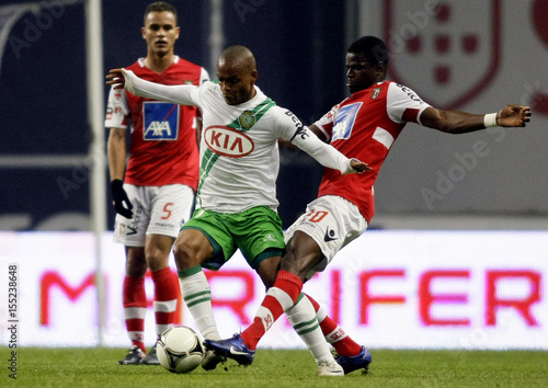 By Miguel Vidal   REUTERS. Braga s Elderson battles for the ball with  Setubal s Meyong during their Portuguese Premier League soccer match 0347183187765