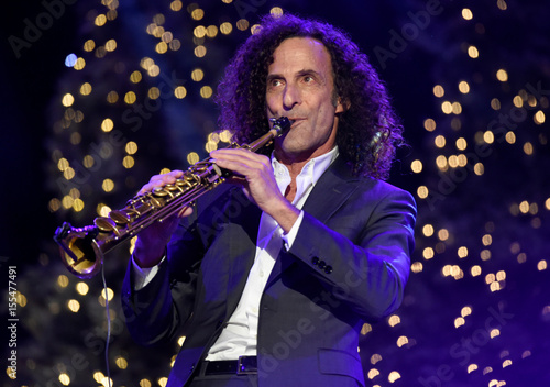 Kenny G Christmas.Kenny G Performs Before The 85th Annual Hollywood Christmas