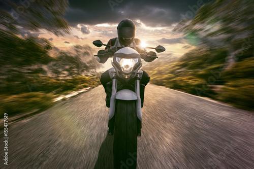 Zdjęcie XXL Motocyklista na autostradzie