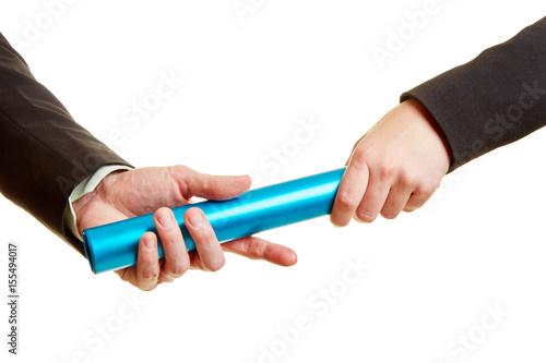 Fotografering  Hände mit Staffelstab als Wettbewerb Konzept