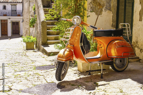 La pose en embrasure Scooter vecchio motorino in Italia