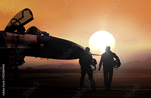 Photo Fighter pilot and supersonic jet on military airbase during sunset