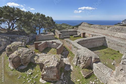 Poster Ruine The ruins of Tiberius Villa Jovis on island Capri, Italy