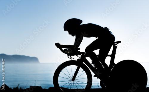 Foto op Plexiglas Fietsen Triathletin Silhouette