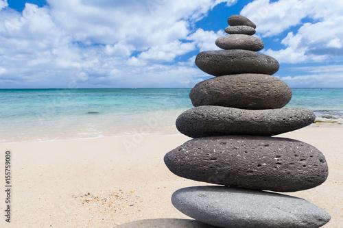 Poster Zen pierres a sable galets zen sur plage de Maurice
