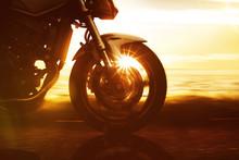 Motorrad Fährt Auf Küstenstr...