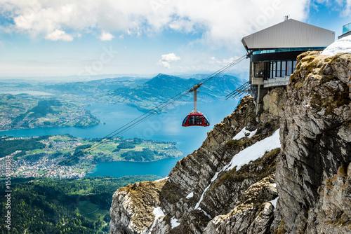 Spoed Foto op Canvas Gondolas Pilatus Kulm und Seilbahn, Gipfel über dem Vierwaldstättersee, Schweiz, Europa