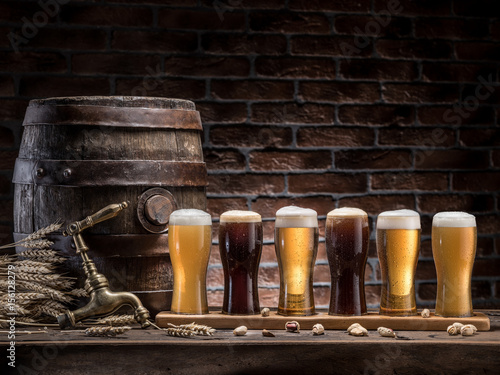 Photo Glasses of beer and ale barrel on the wooden table