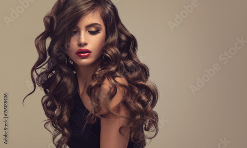 фотография  Brunette  girl with long  and   shiny wavy hair