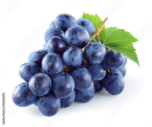Dark blue grape with leaves isolated on white background Fototapet