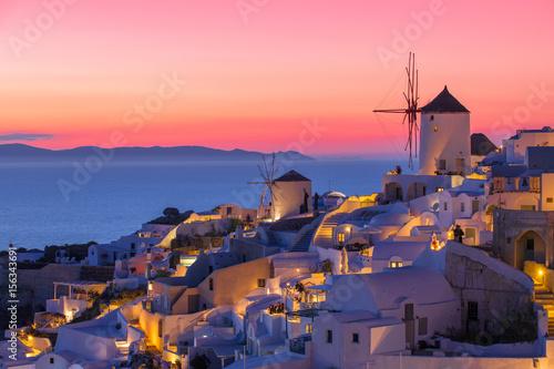 Beautiful sunset in Santorini, Greece Fototapete