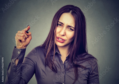 Pinturas sobre lienzo  angry woman pointing her finger accusing someone