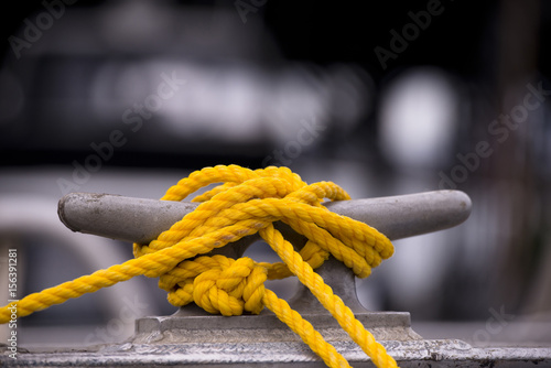 Photo Yellow mooring rope on the hook