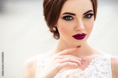 Fotografie, Obraz  gorgeous bride with fashion makeup and hairstyle in a luxury wedding dress
