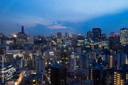 Poster Tokyo 駿河台から見る東京都、水道橋・九段下方面の街並みの夜景のイメージ