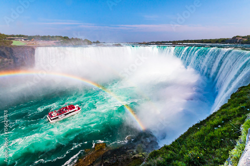 Obraz na plátně Niagara Falls Hornblower Tour Boat under Horseshoe Waterfall Rainbow