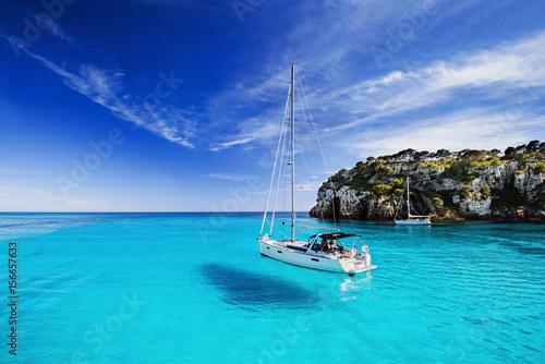 Akustikstoff - Beautiful bay with sailing boats, Menorca island, Spain
