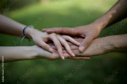 Stampa su Tela  Young couple holding hands; live concept; selective focus background