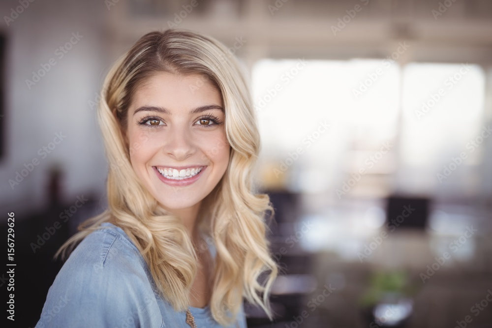 Fototapety, obrazy: Smiling business woman standing in creative office