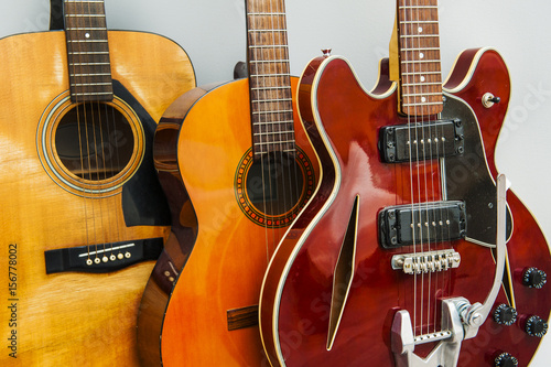 Spoed Foto op Canvas Muziekwinkel Rows of guitars