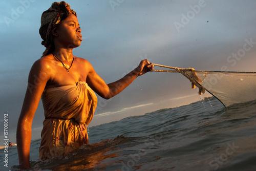 femme pêcheuse de bichiques Madagascar Canvas Print