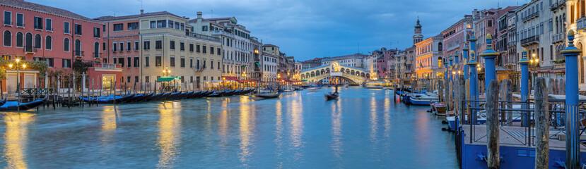 Italien Venedig Rialto Panorama beleuchtet