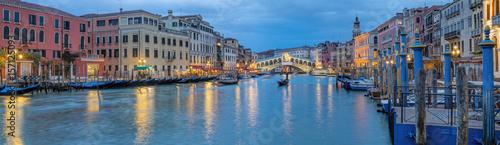 Fototapeta Italien Venedig Rialto Panorama beleuchtet obraz