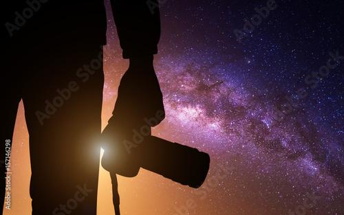 Foto auf AluDibond Schokobraun Silhouette photographer with camera and milky way blackground.