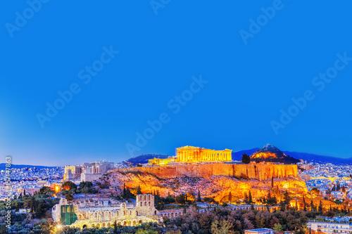 Plakat Partenon i Herodium budowa w Akropolu Wzgórzu w Ateny, Grecja. Dekoracje w półmroku.