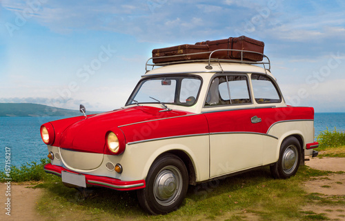 alter ddr oldtimer am strand Wallpaper Mural