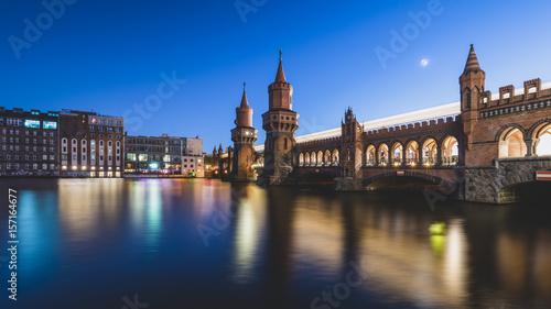 Zdjęcie XXL Oberbaumbrücke Berlin nocą