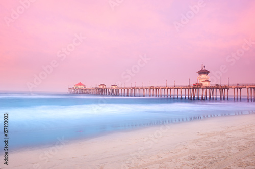Photo Stands Light pink Pier in early morning