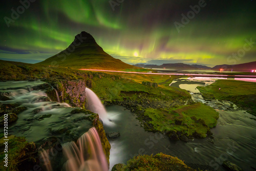 Papiers peints Aurore polaire northern light over Kirkjufell mountain