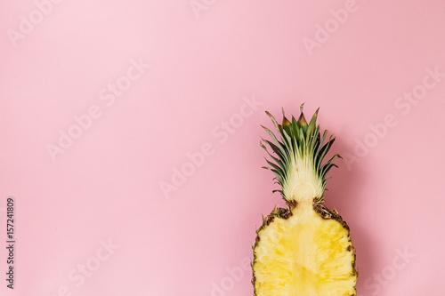 Plakat Przekrój modernizmu na przykładzie ananasa