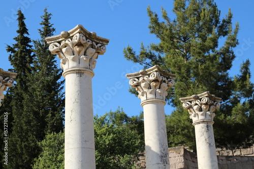 Fototapeta 3 korinthische Säulen im Asklepion von Kos - einer berühmten Ausgrabungsstätte