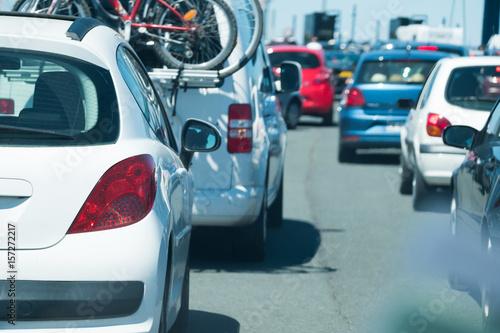 Foto  départ vacances voiture embouteillage route circuler partir autoroute famille so