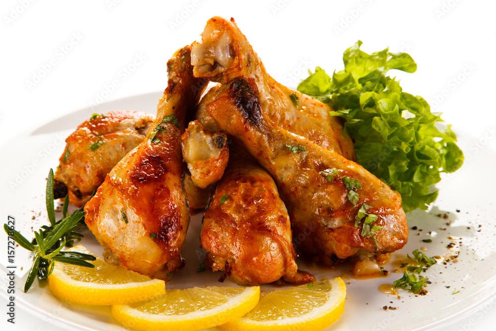 Roast chicken drumsticks on white background Foto, Poster ...