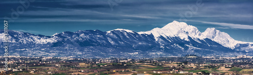 Photo Silhouette of the Gran Sasso in Abruzzo resembling the profile of the Sleeping B
