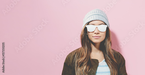 Hipster girl wearing sunglasses and hat Fototapeta