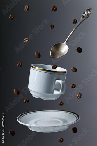 filizanka-kawy-z-lyzeczka