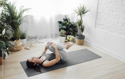 Foto op Canvas Ontspanning Pretty woman doing exercise on the floor.
