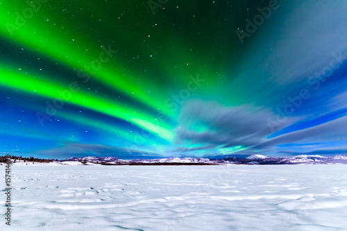 Photo sur Toile Aurore polaire Intense display of Northern Lights Aurora borealis