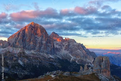 Photo Mountain Cinque Torri (The Five Pillars) on sunset, Dolomites, Italy