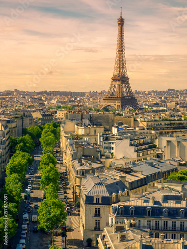 Poster de jardin Paris Paris cityscape with Eiffel tower in twilight. view of Eiffel tower from Are de Triomphe