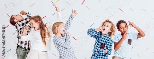 Fotografie, Obraz  Kids pretending to sing