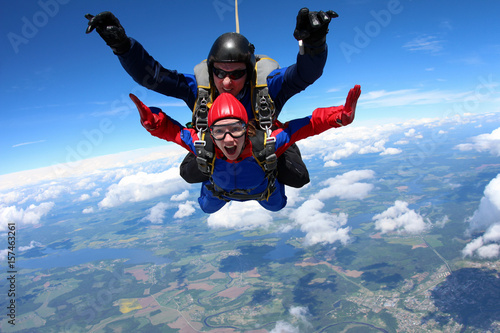 Photo  Tandem parachuting