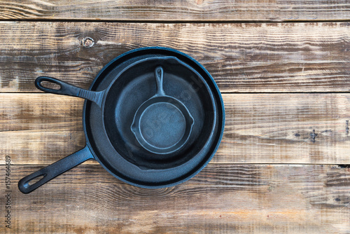 Fotomural  New Cast-iron Frying Pans