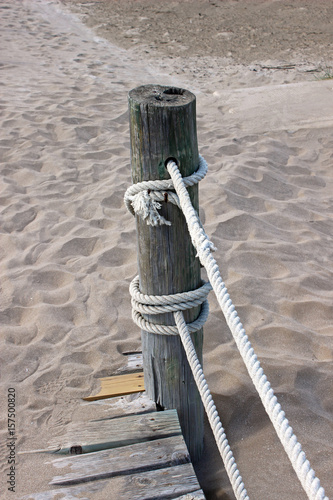 Fotografia, Obraz  Poste de puente de madera en la playa de Riumar (Delta del Ebro)