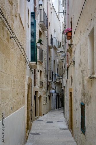 Poster Smal steegje A narrow alley in Monopoli, Puglia, Italy